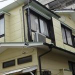 画像: 建物外観                             - 常磐線亀有駅から徒歩7分の静かな住宅街にある戸建て住宅。2階の広い個室2部屋が入居可能です