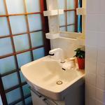 画像: 洗面所                             - なんばまで徒歩圏内。初期費用は、家賃だけ。即入居可能。