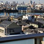 画像: 眺望                             - 陽当たり良好の南向き、8階角部屋。5畳大の居室+大型クローゼット2つ。日本橋・銀座まで30分圏内、浦安駅から徒歩約8分の利便性も。