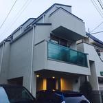 画像: 建物外観                             - ☆最初の一ヶ月家賃無料☆築2年、三階建て、115㎡のデザイナーズハウス!!Wifi完備!!駅から徒歩4分の好立地!