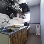 画像: キッチン                             - 【大阪・難波付近のシェアハウス お家賃25,000円~(完全個室型)】公式HPからのお問い合せ限定で初期費用2000円OFFのキャンペーン中!リニューアル仕立てで内装もキレイです