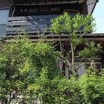 画像: 建物外観                             - リラクゼーションサロン付き、温かみある一軒家でスローライフ