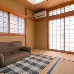 画像: リビング                             - 比叡山の麓、修学院離宮を望む完全個室シェアハウス