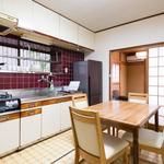 画像: ダイニング                             - 比叡山の麓、修学院離宮を望む完全個室シェアハウス