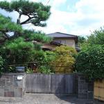 画像: 建物外観                             - 嵐山の閑静な住宅地にある一戸建てシェアハウス。