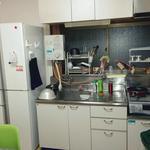 画像: キッチン                             - 即入居可能!4.5帖鍵付き個室空いてます/全4部屋の一戸建て