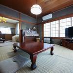 画像: リビング                             - 【値下げ!】広々8畳 洋室★大きな窓で明るいお部屋です!