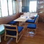 画像: リビング                             - ☆宜野湾の戸建シェアハウス☆漫画好きの方ぜひ♪ 2-2