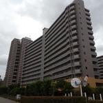 画像: 建物外観                             - 大型分譲マンションにてルームメイトを募集しています。