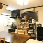 画像: リビング                             - 駅近、梅田・難波にもアクセス良好。コスパ重視のシェアハウスです。