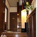 画像: 玄関                             - 女子3人の一軒家! 10畳個室!専用TV,お米や洗剤付.布団家具付,光回線.安心の女性オーナー