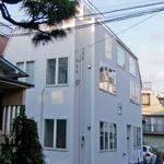 画像: 建物外観                             - 都心で便利な駅近シンプルデザイナーズな一軒家シェア