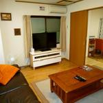 画像: リビング                             - 6畳の広さの洋個室