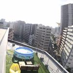 Photo: ベランダ                             - 1min by walk / Opening member /♪ 10th floor, huge view. There is a big roof balcony.