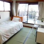 画像: 個室                             - 中野駅から徒歩10分!家具・プライベートバルコニー付き6畳個室!