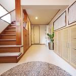 画像: 玄関                             - 仙川駅5分。女性専用、少人数、自由で気楽なシェアハウスです。