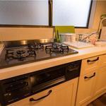 画像: キッチン                             - 小さな戸建てをおしゃれにリノベーションしたシェアハウス