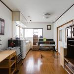 画像: キッチン                             - 家具家電付きなので、カバン一つで即入居できます。駅近で静かな一軒家です。
