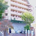画像: 建物外観                             - 横浜駅から適度に離れた緑の多い住宅街の重厚なマンションでシェア生活はじめませんか?短期〜中期OK。