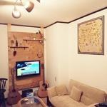 画像: リビング                             - 1ヶ月分、家賃無料キャンペーン中!!4LDK 庭付き1軒家! 西船橋6分! 個室、相部屋あり。少人数制! リゾート&カフェ*