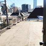 画像: その他                             - 山手線新宿駅まで歩けます。西新宿にある戸建てでルームシェア。リフォームしているので全体的に綺麗です。広い屋上と庭が魅力です。