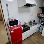 画像: キッチン                             - 大阪安いシェアハウスHANAMIZUKI梅田難波アクセス良好!!