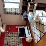画像: リビング                             - ◆一戸建3人シェア◇駅徒歩2分◆6帖家具つき◇ワンコ相談◆