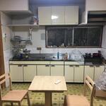 画像: キッチン                             - 緑に囲まれた古い一戸建ての余っている部屋を貸します。光熱費込み、駅まで5分、大阪梅田まで40分、ペット可